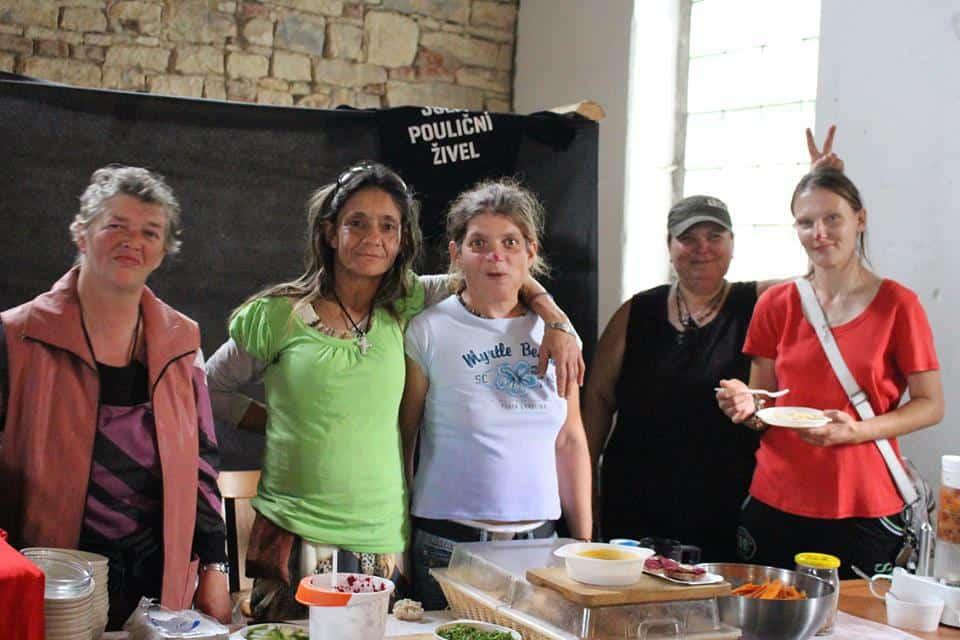 Готвачки без домове: Веган храна срещу социалното и полово неравенство